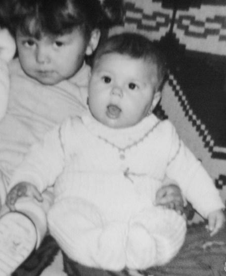 """7 luni.Ce bine că mă ținea scumpa de sorella. Ea la 2 ani mi-a spus """"Tatăl nostru"""" la botez. Eu la vîrsta aia încă eram mută :)"""