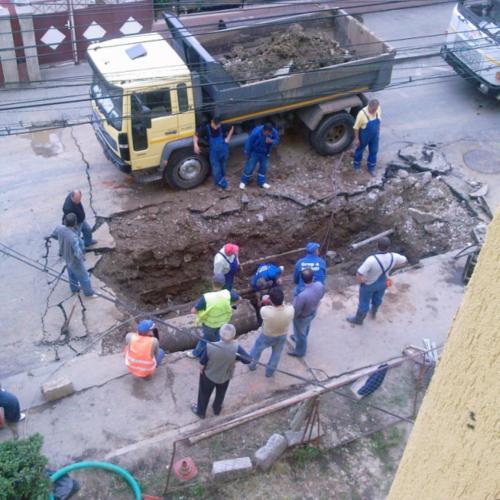 str.Marinescu, lîngă căminul XIV, orele 3 PM. ora producerii incidentului: 6 AM.